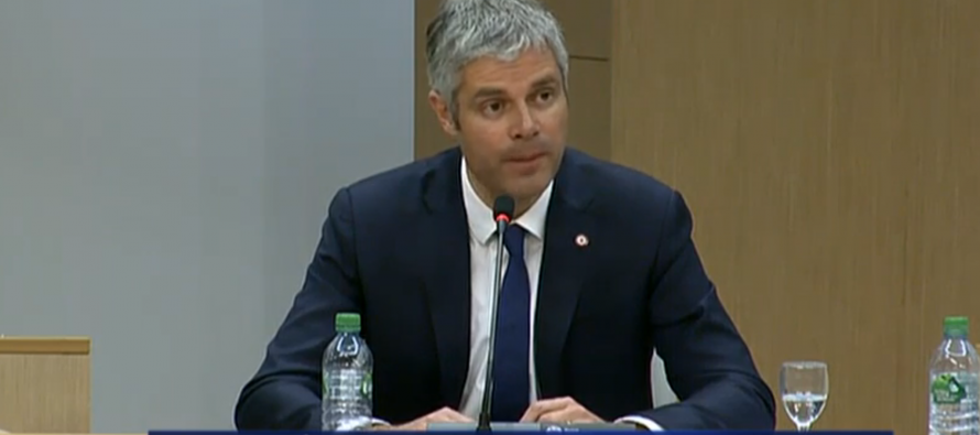 Laurent Wauquiez présente sa politique de coopération avec les communes et les intercommunalités