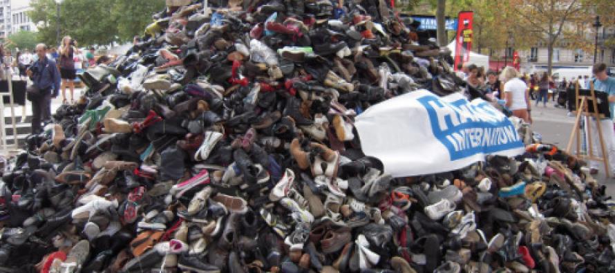 La Pyramide de Chaussure D'handicap international